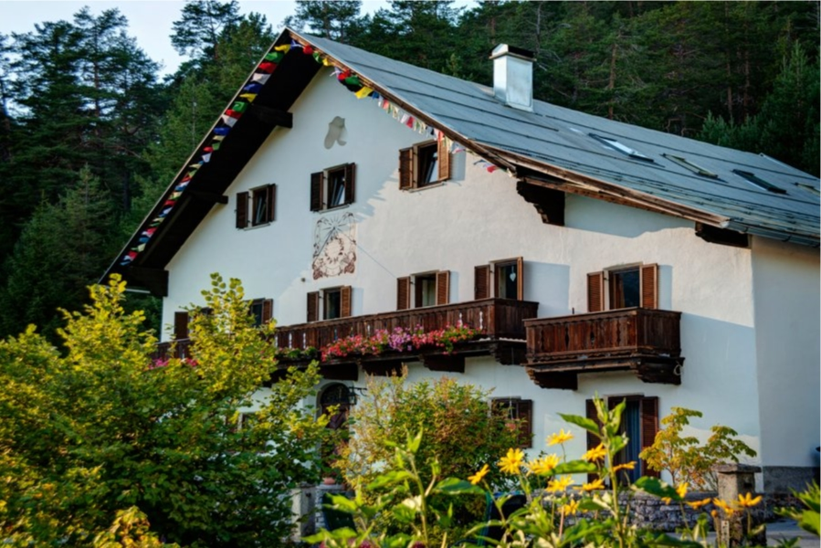 alpenretreat front view tipical house austria tirol